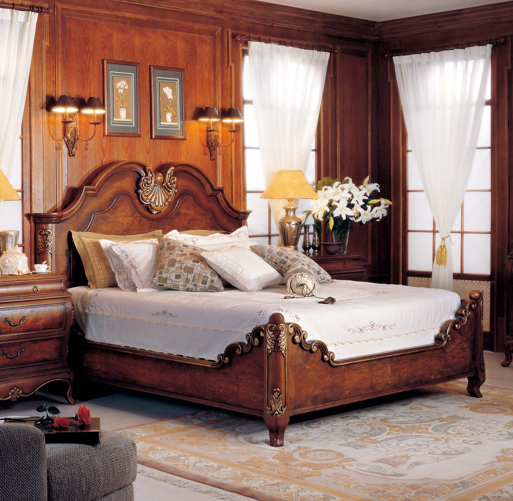 Windsor Bed shown in Mahogany finish
